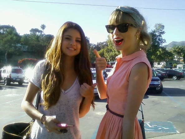 Selena Gomez And Taylor Swift Give A Thumbs Up!