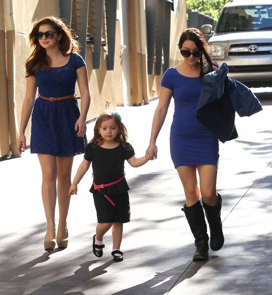 Photo of Ariel Winter & her Sister   Shanelle Workman