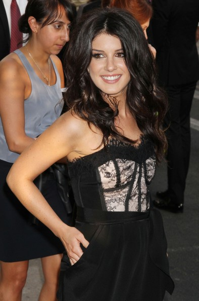 http://www3.pictures.zimbio.com/fp/Shenae+Grimes+Celebrities+Attend+2011+CFDA+2u7ciP2OxbBl.jpg