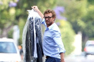 Simon Baker Simon Baker Picks Up His Dry Cleaning