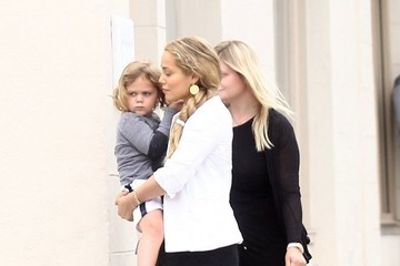 Sky Lauren Elizabeth Berkley Goes Out and About With Her Son
