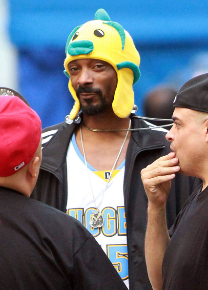 Snoop dogg photos snoop dogg on the set of his latest for Snoop dogg fish hat