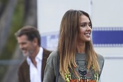 Jessica Alba and Pierce Brosnan Photos Photo