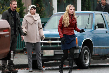 Ginnifer Goodwin Jennifer Morrison Stars Tough Out Weather Conditions on Set of 'Once Upon A Time'