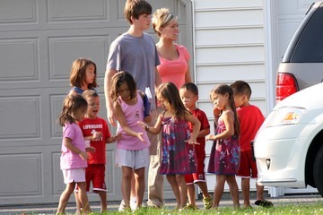 Leah Gosselin Alexis Gosselin Steve Neild Brings His Family To Kate Gosselin's House