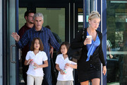 Steve Neild checks out's Kate's hot booty.!!! Kate Gosselin with her two older twins Maddy and Cara and Kate's bodyguard/rumored lover Steve Neild seen at a rest stop in PA. Later they all arrived to go out to dinner at PF Changs in Pittsburgh, PA. ***Mandatory credit: Brian Flannery/Flynetpictures.com