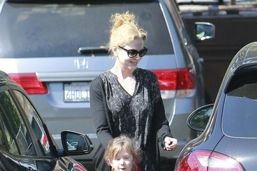 Sunday Rose Urban Nicole Kidman Picks Up Her Daughter at School
