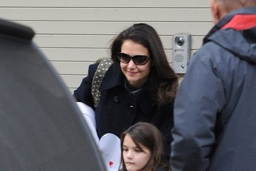Suri Cruise Katie Holmes Picks Up Suri from School