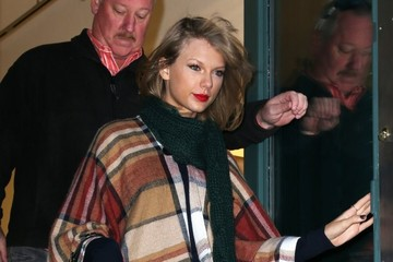 Taylor Swift Taylor Swift Goes Shopping in NYC