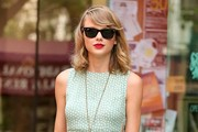 Taylor Swift Gets Lunch in NYC
