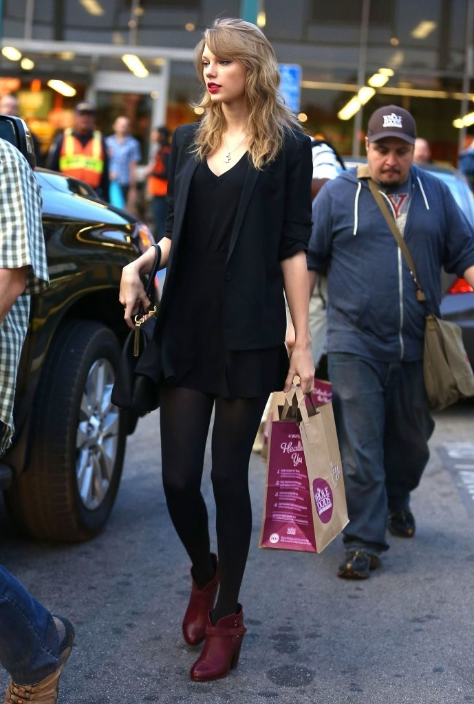 Taylor Swift Runs Errands in LA