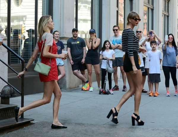 Taylor Swift And Gigi Hadid Leave Her Nyc Apartment