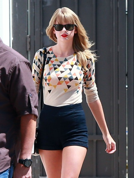 "Taylor Swift ""I Knew You Were Trouble"" singer Taylor Swift does some shopping at the Grove in Los Angeles, California on September 3, 2013."