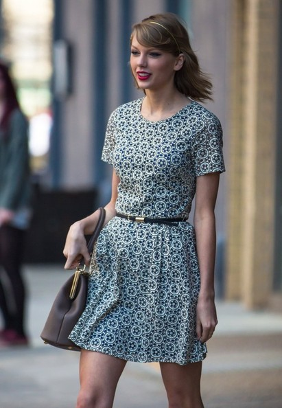 Taylor Swift Meets Cara Delevingne for Lunch []