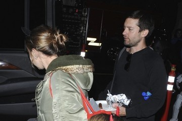 Tobey Maguire Jennifer Meyer Tobey Maguire And Family Enjoy Halloween In Los Angeles