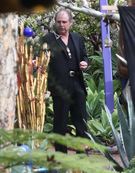 Carrie Fisher's Home | Todd Fisher Photos Photos Flowers Are Delivered To Carrie Fisher S