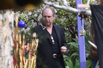 Todd Fisher Flowers Are Delivered To Carrie Fisher's Home In Beverly Hills - General Views