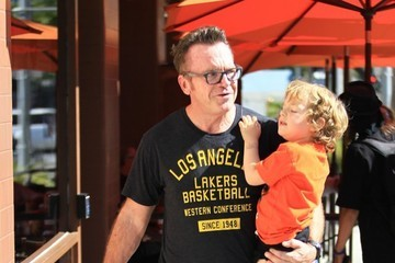 Tom Arnold Jax Arnold Tom Arnold and His Son Go Toy Shopping in Beverly Hills