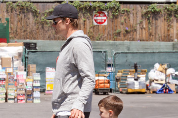 John Edward Thomas Moynahan Tom Brady Takes His Son To The Market