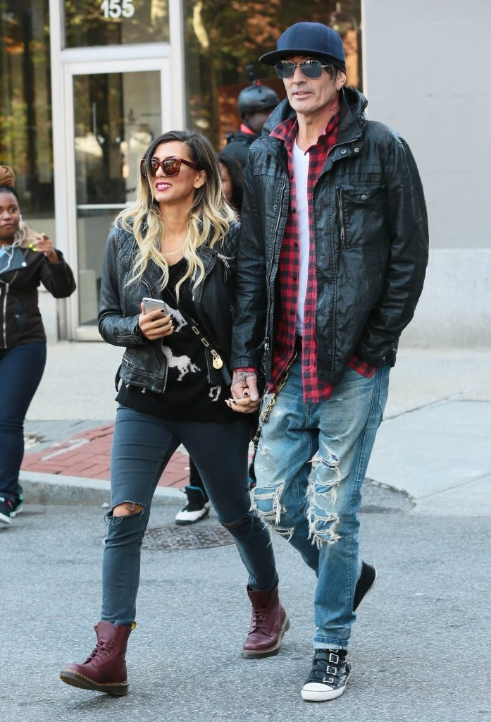 feec2706 Tommy Lee Photos Photos - Tommy Lee and Sofia Toufa Out in NYC - Zimbio