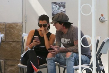Tommy Lee Tommy Lee & Sofia Toufa Stop By A Car Wash