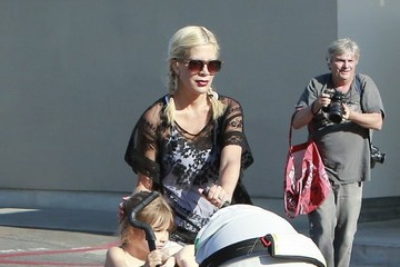 Tori Spelling Tori Spelling Takes Her Kids to the Park
