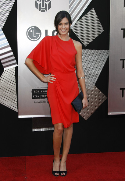 in this photo odette annable odette yustman walks the red carpetOdette Annable Transformers