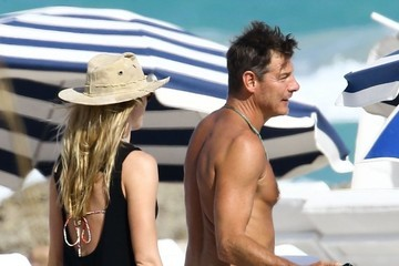 Ty Pennington Ty Pennington Enjoys Thanksgiving On The Beach