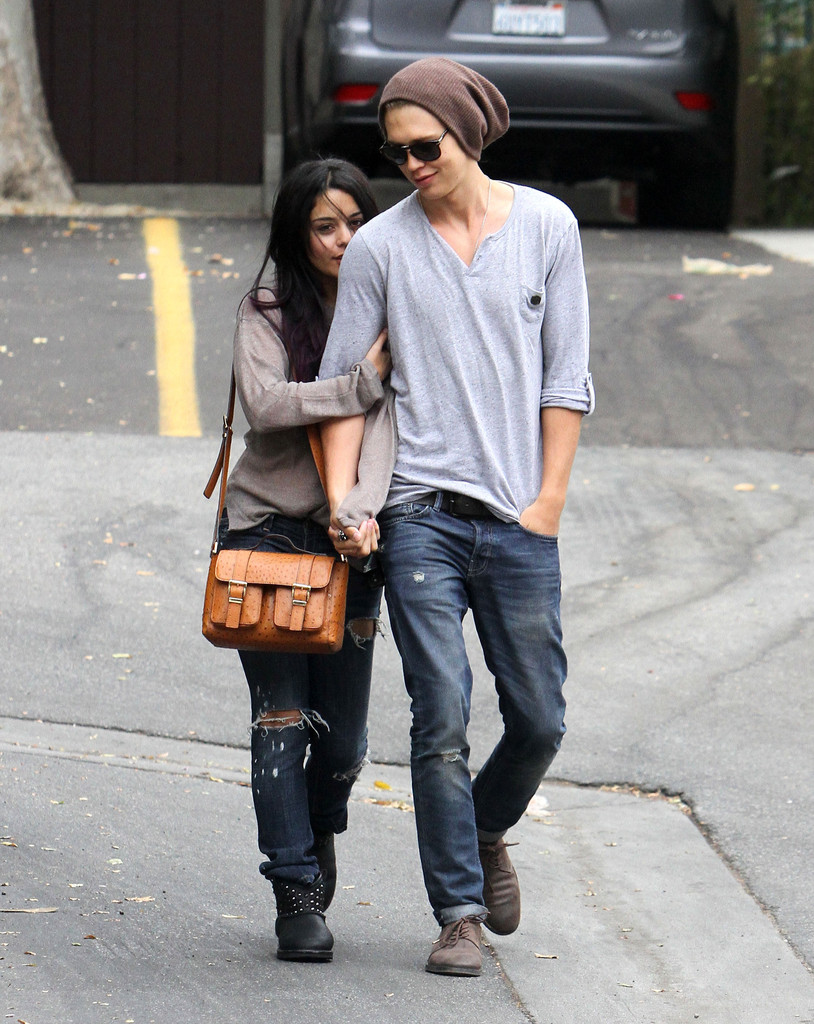 Vanessa Hudgens and Austin Butler - Dating Gossip News Photos