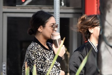 Vanessa Hudgens Stella Hudgens Vanessa Hudgens Out And About With Her Sister