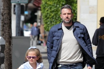 Violet Affleck Ben Affleck Out And About With His Daughters