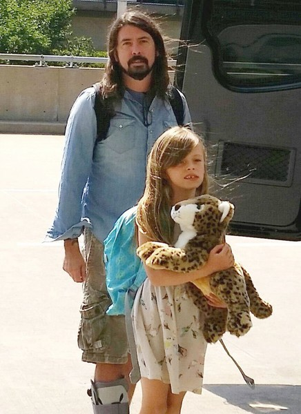 Dave Grohl and His Daughter Depart from Washington DC