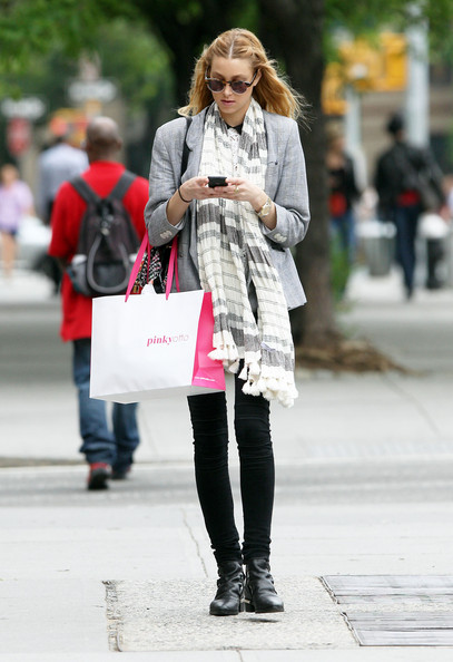 http://www3.pictures.zimbio.com/fp/Whitney+Port+Out+Shopping+New+York+N4UGYAUX0DHl.jpg
