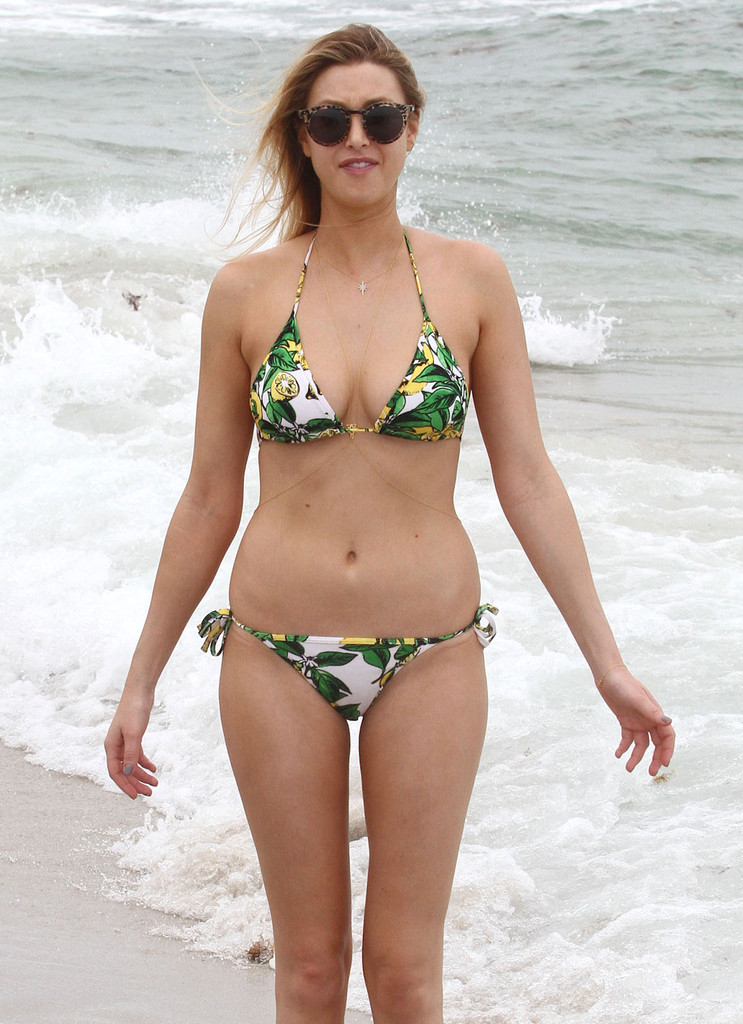 Whitney Port Photos Photos Whitney Port Showing Off Her