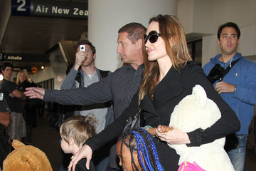 Zahara Jolie-Pitt Angelina Jolie And Kids Touch Down In Los Angeles