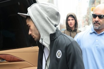 Zayn Malik Zayn Malik Leaves Girlfriend Gigi Hadid's Apartment