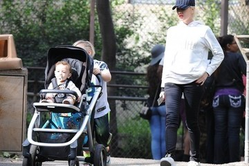 Zuma Rossdale Gwen Stefani Takes Her Boys To The Zoo