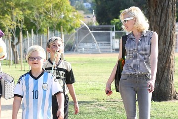 Zuma Rossdale Gwen Stefani Takes Her Sons To Their Football Game
