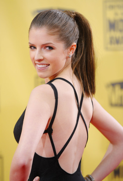 Actress Anna Kendrick arrives at the 15th annual Critics' Choice Movie Awards held at the Hollywood Palladium on January 15, 2010 in Hollywood, California.