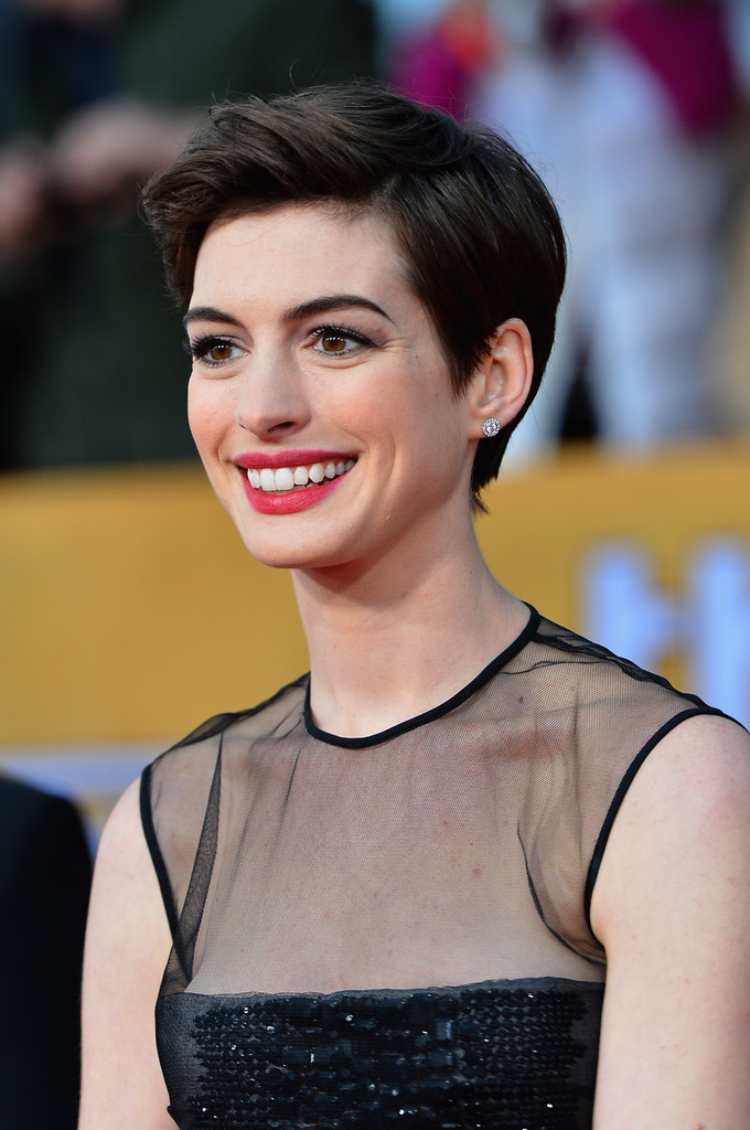 1 Cut 5 Different Looks Anne Hathaway S Pixie Styling Inspiration Hair Ideas Livingly