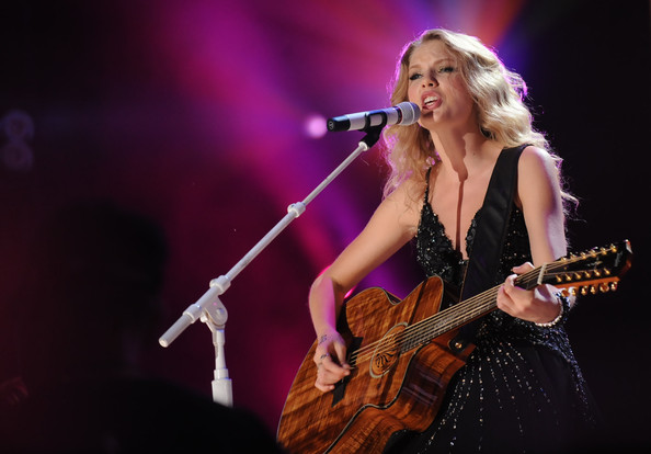 Taylor Swift Singer/Songwriter Taylor Swift performs at the 2009 CMA Music