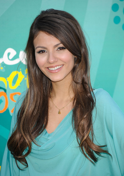 Actress Victoria Justice arrives at the 2009 Teen Choice Awards held at Gibson Amphitheatre on August 9, 2009 in Universal City, California.