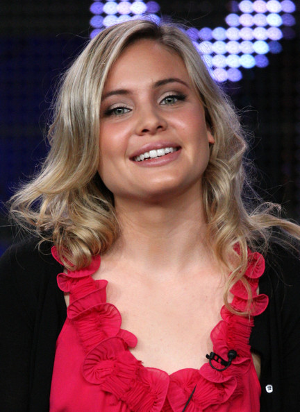 leah pipes - photo #44