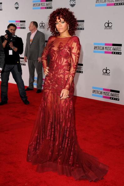Singer Rhianna arrives at the 2010 American Music Awards held at Nokia Theatre L.A. Live on November 21, 2010 in Los Angeles, California.