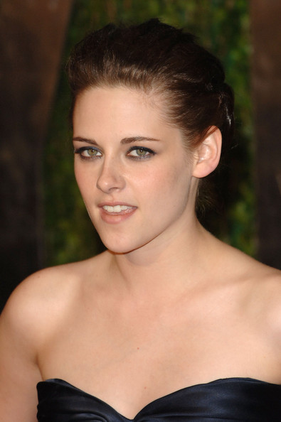 Kristen Stewart arrives at the 2010 Vanity Fair Oscar Party hosted by Graydon Carter held at Sunset Tower on March 7, 2010 in West Hollywood, California.