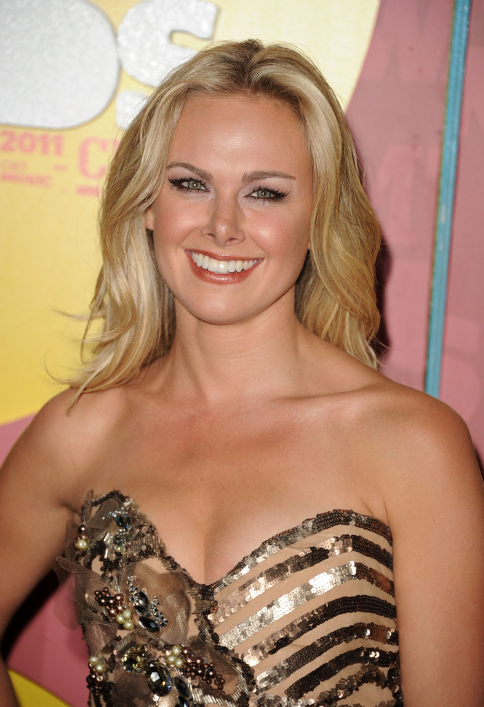 Laura Bell Bundy Photos 2011 Cmt Music Awards Arrivals