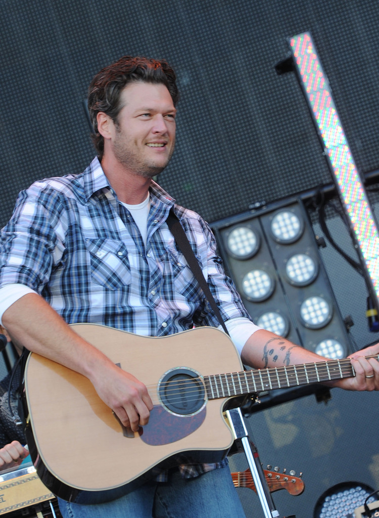 Blake Shelton Photos Photos 2011 Country Stampede Day