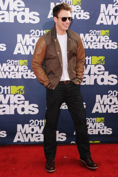 Actor Chris Evans arrives at the 2011 MTV Movie Awards at Universal Studios' Gibson Amphitheatre on June 5, 2011 in Universal City, California.