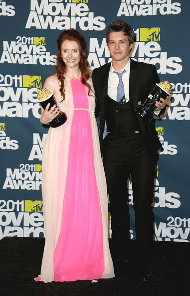 Winner's of the Best Fight Award, Bryce Dallas Howard and Xavier Samuel pose in the press room during the 2011 MTV Movie Awards at Universal Studios' Gibson Amphitheatre on June 5, 2011 in Universal City, California.