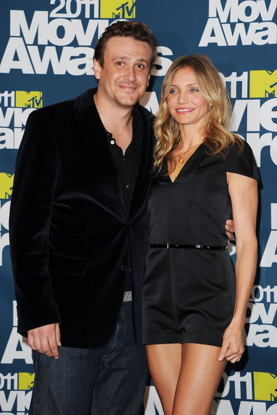 Actors Jason Segel and Cameron Diaz pose in the press room during the 2011 MTV Movie Awards at Universal Studios' Gibson Amphitheatre on June 5, 2011 in Universal City, California.